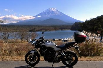 富士山とヤマハMT-07