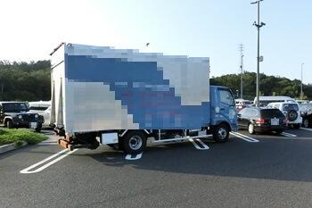 静岡SA・駐車場を占領するトラック