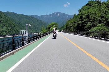 雁坂トンネル有料道路へ