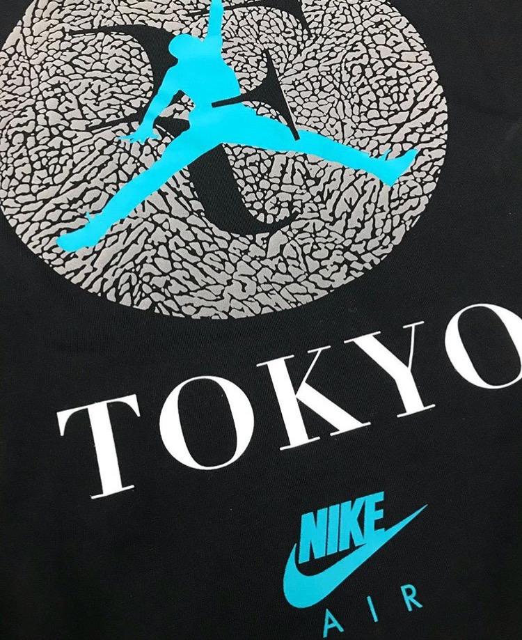 ナイキ コート ズーム ヴェイパー RF x エア ジョーダン 3 アトモス TOKYO Tシャツ