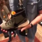 """ジャスティン・ティンバーレイクが『アンディフィーテッド x ナイキ ズーム コービー1 PROTRO """"オリーブ""""』を物色!"""