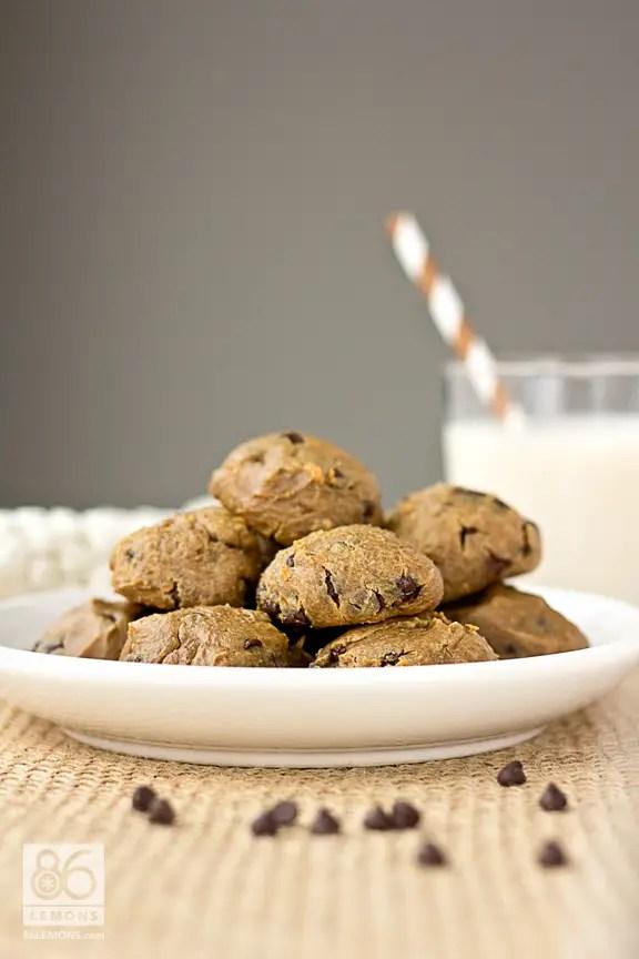 Peanut Butter Chocolate Chip Cookie Bites  86lemons.com #vegan #glutenfree #dessert #grainfree
