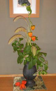 ホオズキと粟のアレンジ