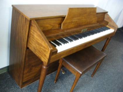 Ellington spinet piano
