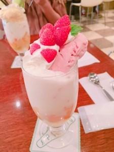 池袋JK制服キャバクラ【はちみつくろーばー】りさこ パフェ