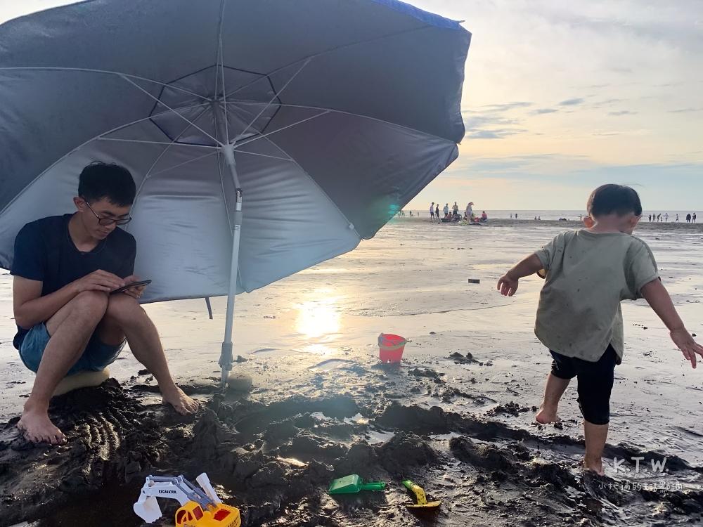 親子戲水沙灘推薦:桃園竹圍漁港
