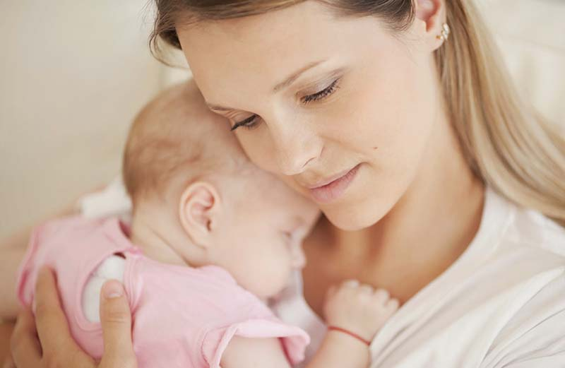 Грудное вскармливание защищает детей