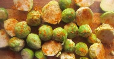 Тушёная брюссельская капуста со шпинатом