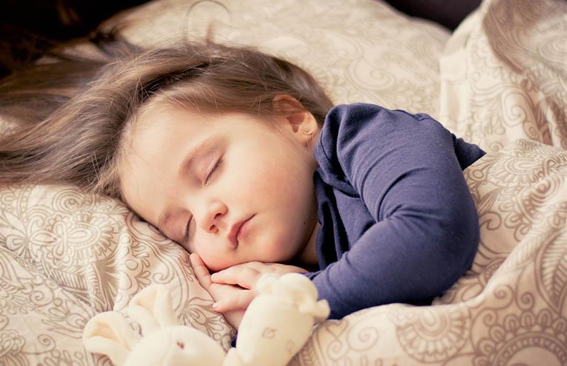 Сон - ключ к освоению языка, установили педиатры