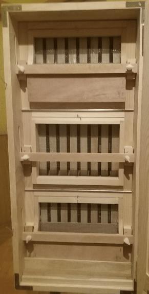 Back and mesh of 30 frame AZ hive