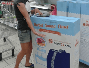 Me Showgirling - the closet sauna