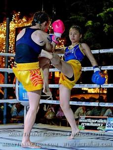 Sylvie vs Saya Ito - walking cross block