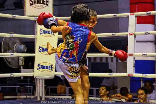 PhetJing Jang vs Gartoon - Boy vs Girl Fight Muay Thai - kicking-w1400