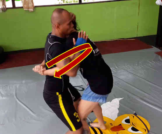 Counter to the Double Underhook Muay Thai Clinch Position