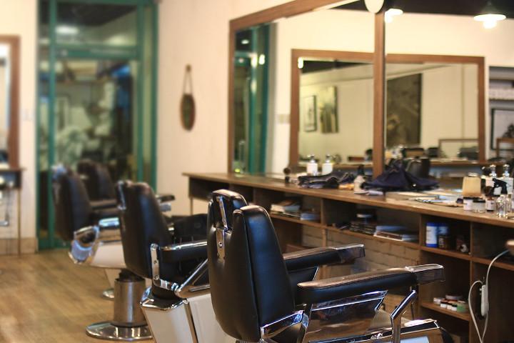 Man Cave Barber Oran Park : Man caves for haircuts grooming