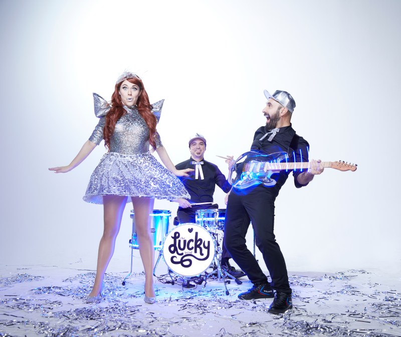 LUCKY_BAND_FULL_TRIO