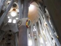 サグラダファミリア10柱木_バルセロナ5-4ある日本人観光客のスペイン旅行記