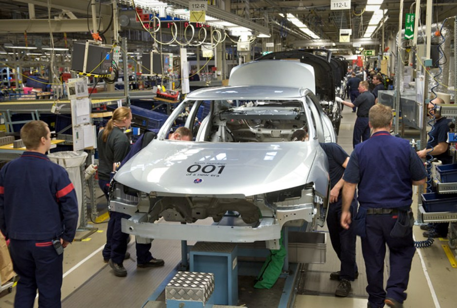 The first production 9-5NG on the assembly line in Trollhättan.