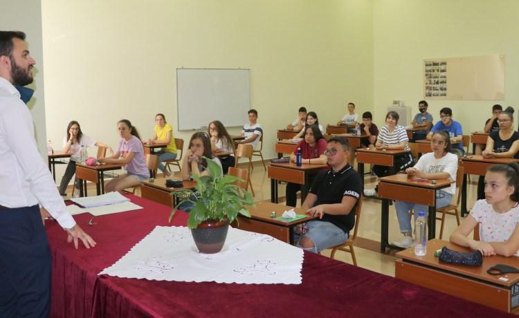 Konkursi i pranimit në Gjimnaz