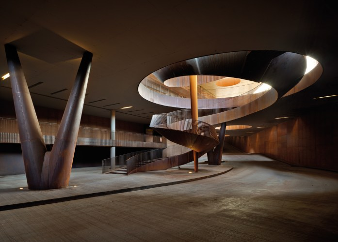 ARCHEA_CANTINA_ANTINORI_009_PS-Antinori-Winery-Archea-Associati-©-Pietro-Savorelli.jpg?fit=697%2C500