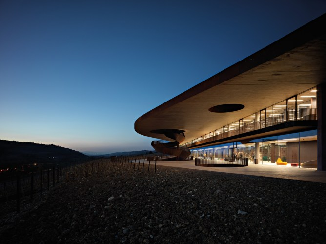 ARCHEA_CANTINA_ANTINORI_042_PS-Antinori-Winery-Archea-Associati-©-Pietro-Savorelli.jpg?fit=668%2C500