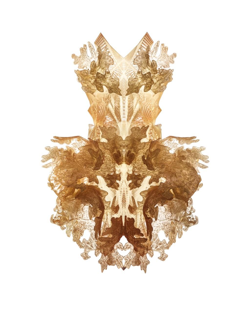 Iris van Herpen (Holanda, nacida en 1984), Hybrid Holism, Vestido, Julio 2012. Polímero curado con UV impreso en 3D. En colaboración con Julia Koerner y Materialise. High Museum of Art, Con el aval de Friends of Iris van Herpen, 2015.170. Foto por Bart Oomes, No 6 Studios. © Iris van Herpen.