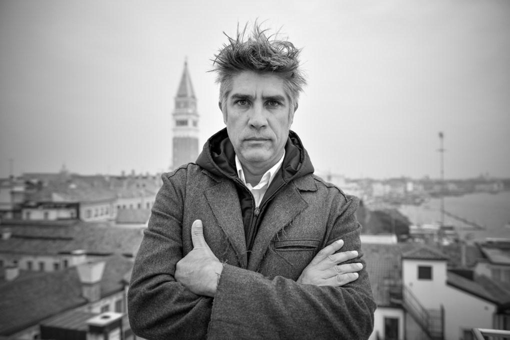 Arquitecto Alejandro Aravena. Foto: Andrea Avezzù. Cortesía de La Biennale di Venezia