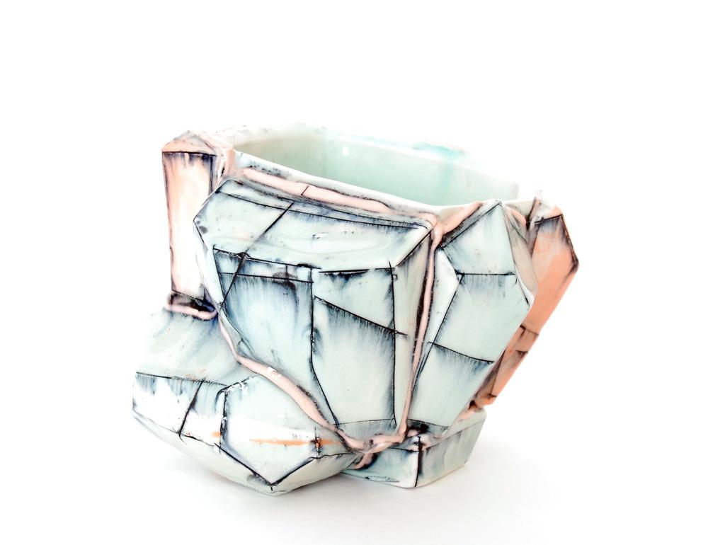 Work por el ceramista Brett Freund para la instalación Clay & Glaze. Foto: Cortesía de Brett Freund