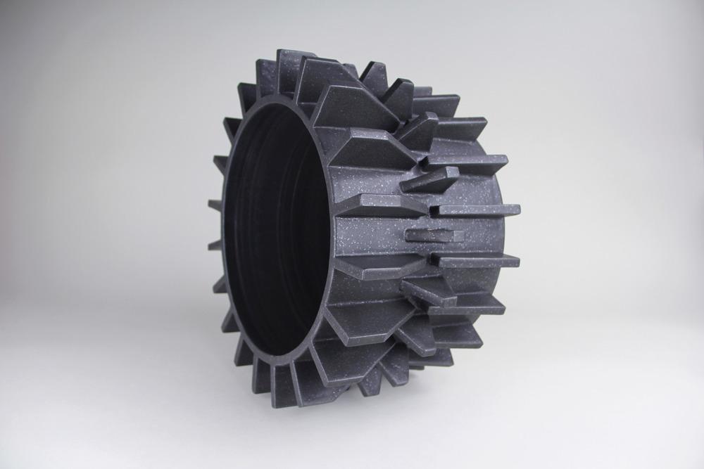 Wheel por el ceramista Ben Medansky para la instalación Clay & Glaze. Foto: Cortesía de Ben Medansky