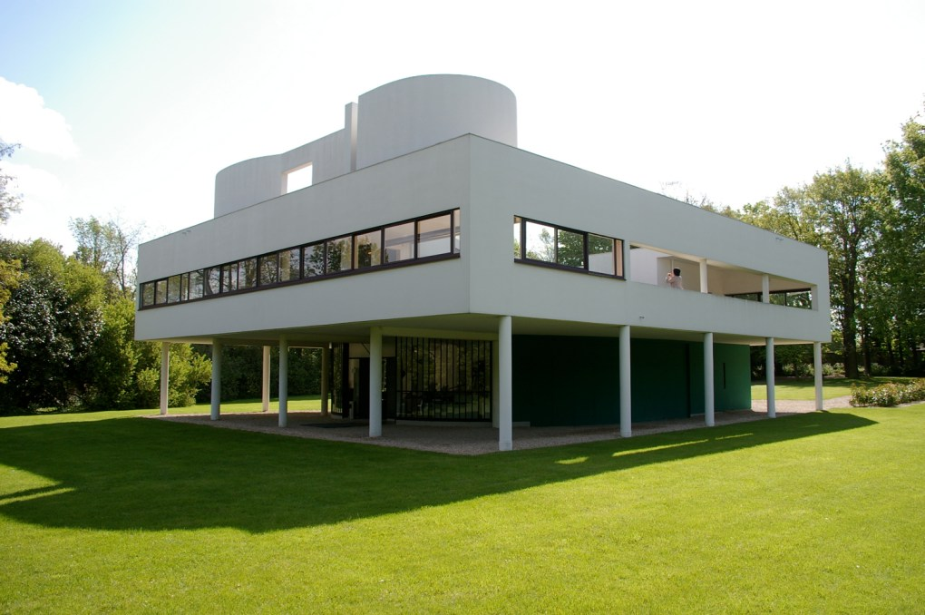 Quizás la más famosa de sus obras, Villa Savoye es una villa modernista en Poissy, en las afueras de París, Francia. Fue diseñada por Le Corbusier y su primo Pierre Jeanneret y construida entre 1928 y 1931. Representa Los Cinco Puntos de la Arquitectura, el Manifesto de Le Corbusier.