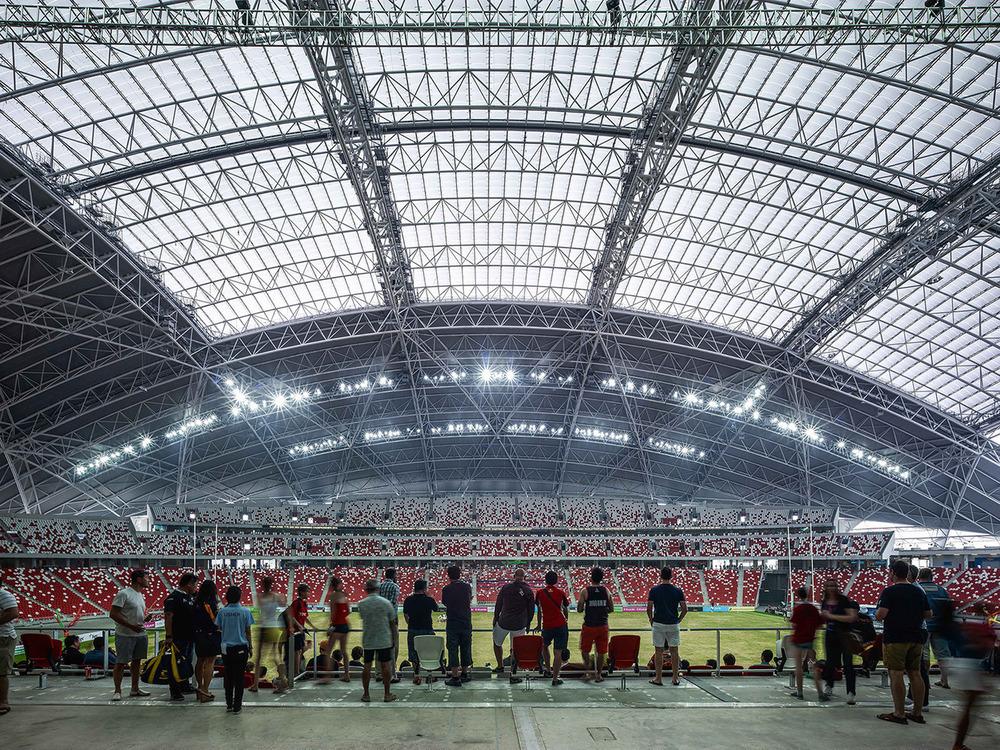La forma del techo se escogió por ser intrínsicamente una geometría estructural altamente eficiente para un techo de este tamaño, especialmente cuando es retractable. Foto: Christian Richters