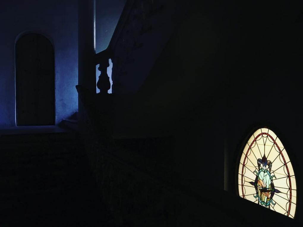 foto-raquel-perez-puig-escaleras-taller-jesus-gomez-no-tire