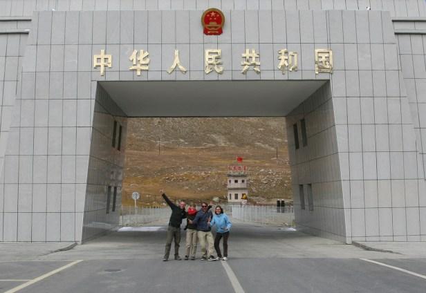 Vier Bekloppte sagen TSCHÜSS CHINA!