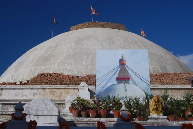 Die Bodnath Stupa nach den Erdbeben und Aufräumarbeiten
