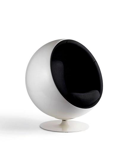 Design by Eero Aarnio. Ball Chair, 1963. Foto: Rauno Träskelin
