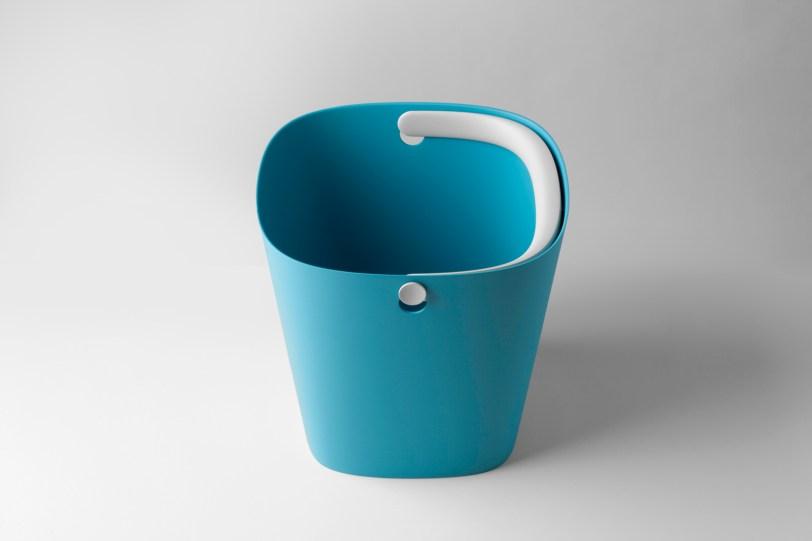 Bucket - Robert Bronwasser