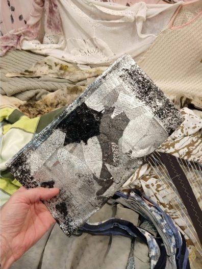 Clutch sustentable de Rosa Woudwyck para Moda Sostenible Argentina