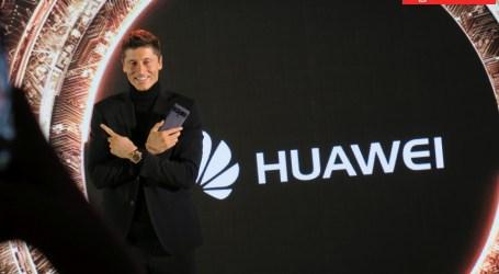 Robert Lewandowski rozbroił premierę Huawei Mate10 w Polsce… Wiecie, do czego go użyje…?