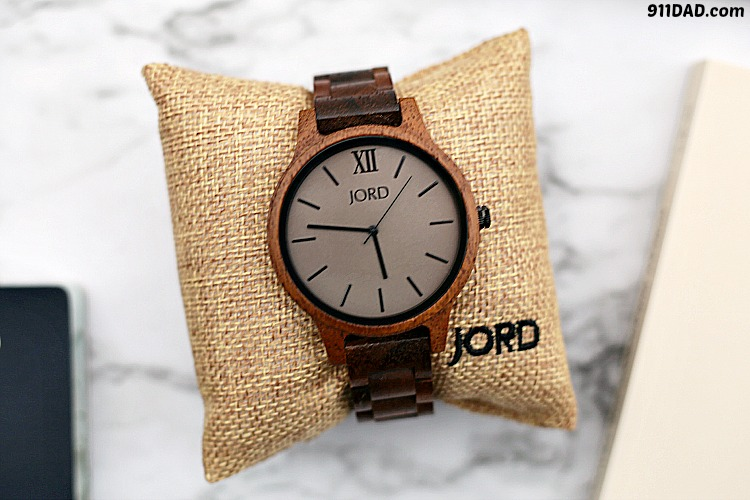 close up of a men's Jord watch