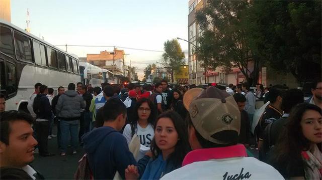 La caravana compuesta por cinco camiones y 30 autos, partió rumbo a Guanajuato, donde murió Ricardo Esparza.