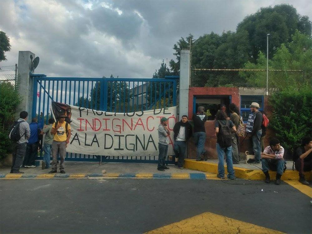 Encapuchados 'toman' instalaciones de TV UNAM