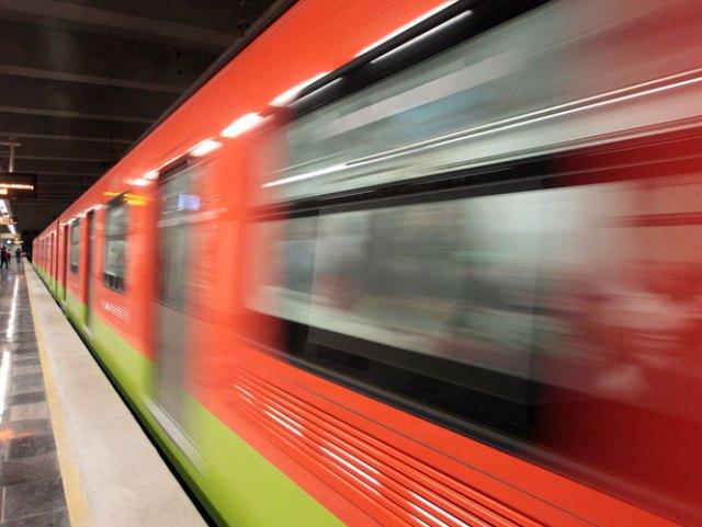 El servicio de la Línea 7 fue interrumpido por algunos minutos debido a que una persona cayó a las vías en la estación El Rosario. Foto Archivo