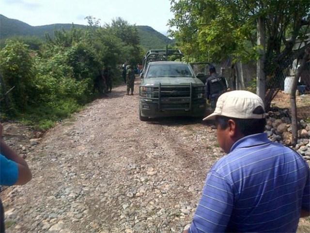 Miguel Ángel Blanco indicó que en las fosas había restos humanos, peritos de la Procuraduría ya se encuentran en el lugar.