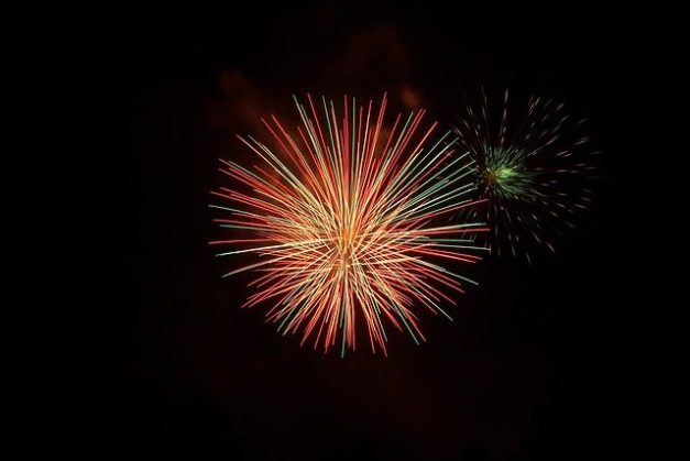 fireworks-1109345_640