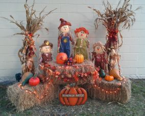 Easy But Inspiring Outdoor Fall Decoration Ideas 33