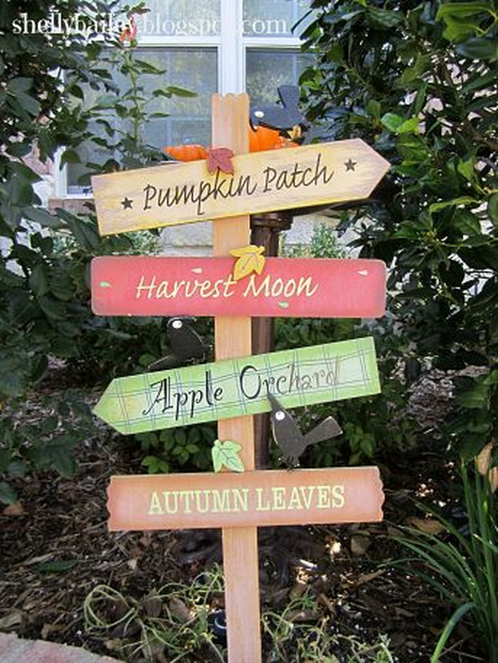 Easy But Inspiring Outdoor Fall Decoration Ideas 36