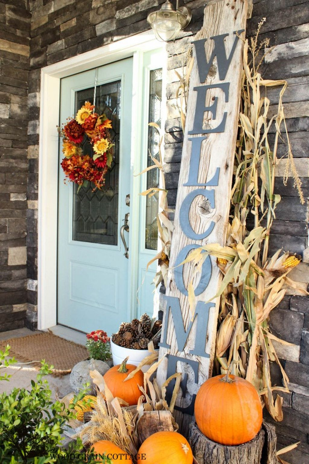 Easy But Inspiring Outdoor Fall Decoration Ideas 40
