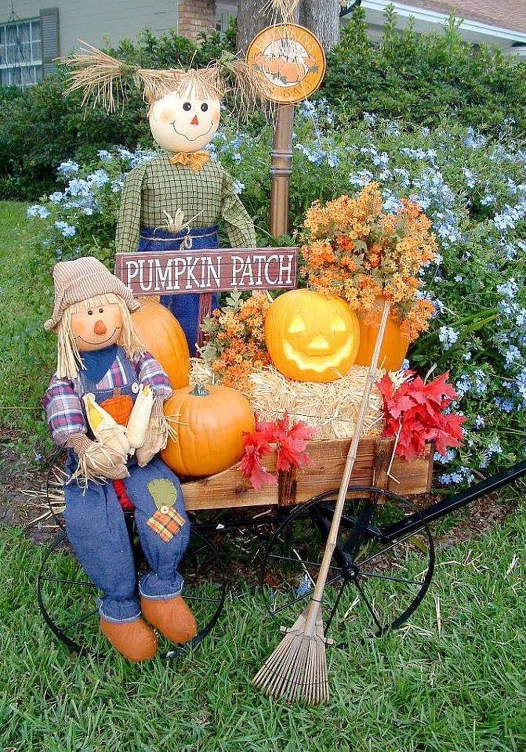 Easy But Inspiring Outdoor Fall Decoration Ideas 43
