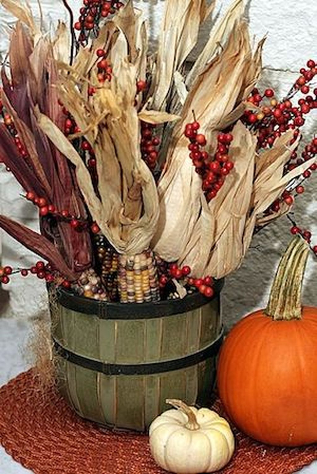 Easy But Inspiring Outdoor Fall Decoration Ideas 68