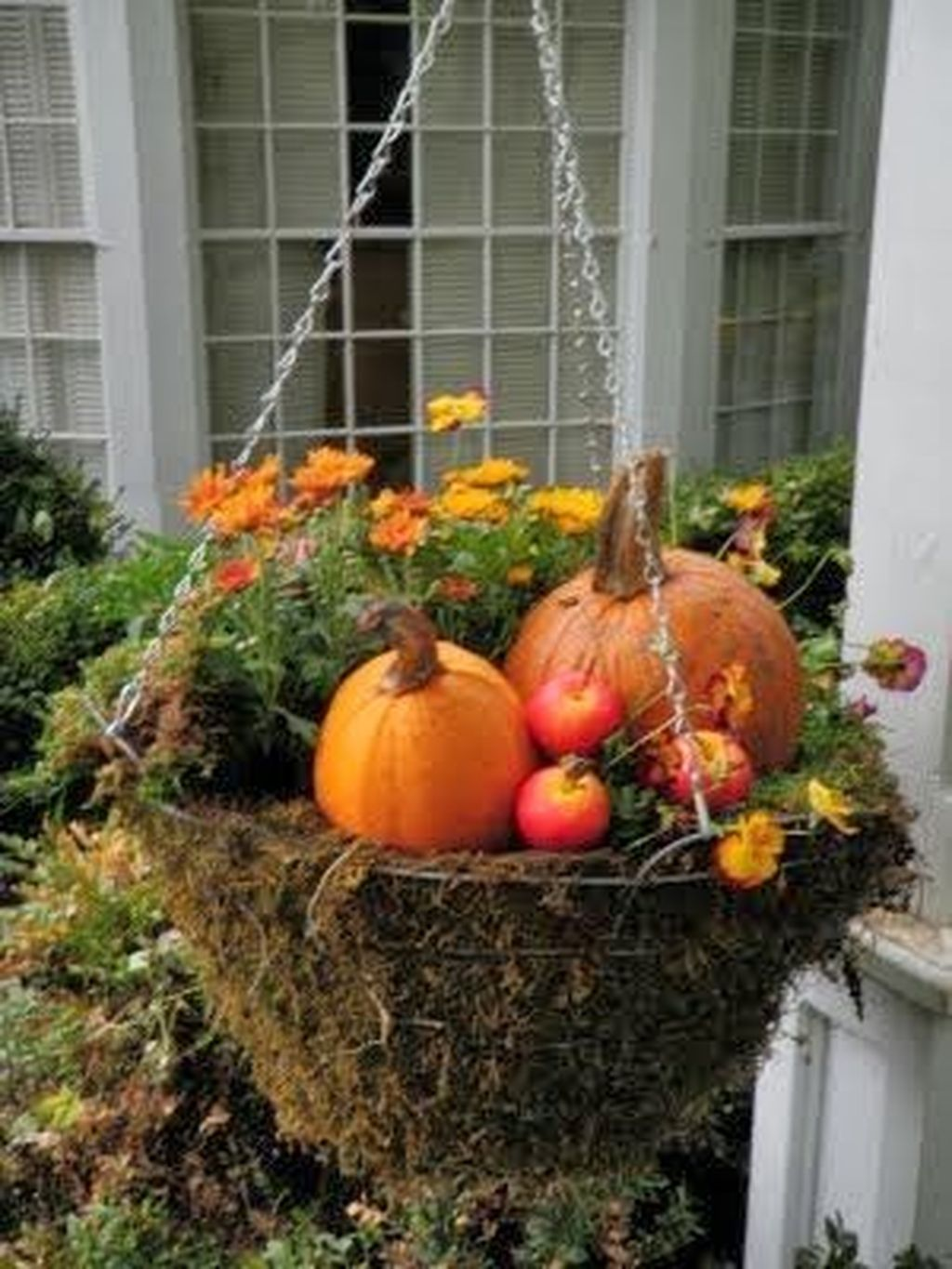 Easy But Inspiring Outdoor Fall Decoration Ideas 98
